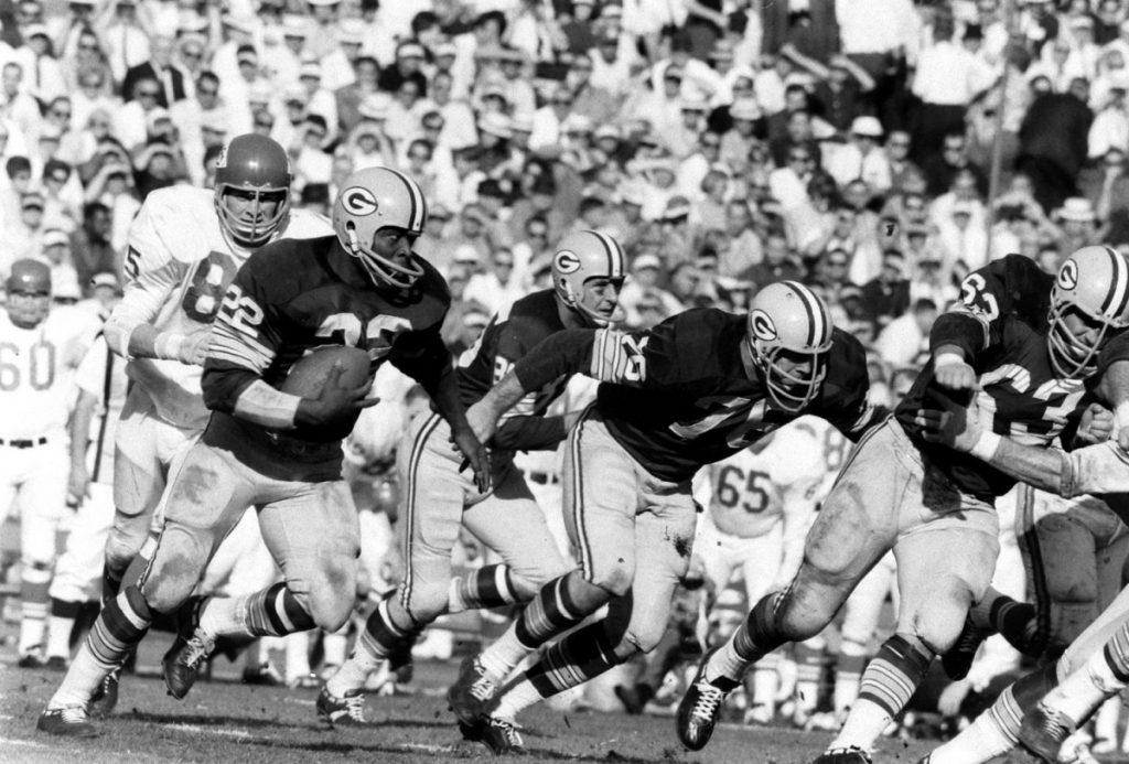 11 Elijah Pitts (#22) running the Packers' 'power sweep,' Super Bowl I, 1967